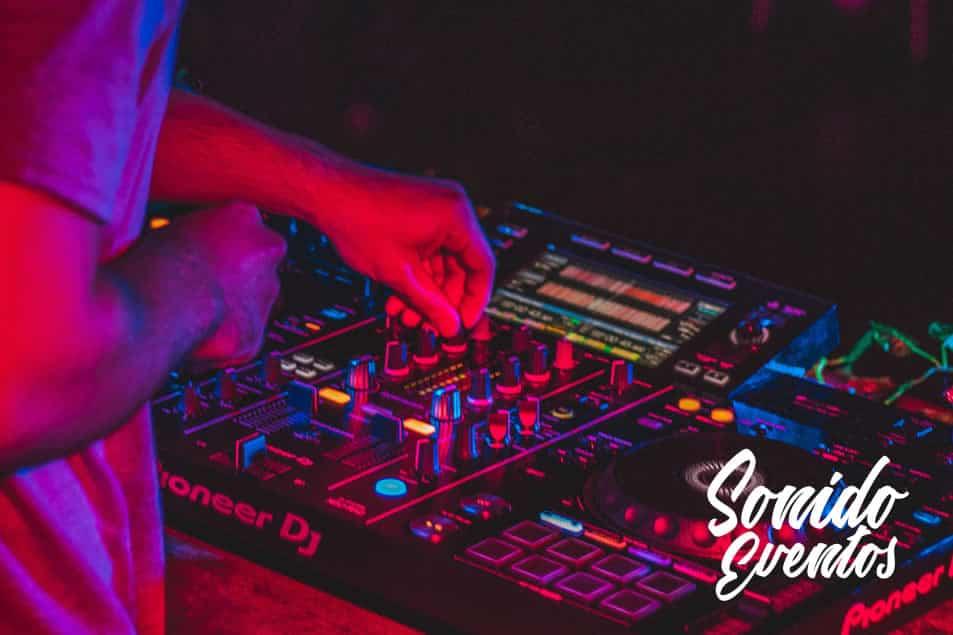 La importancia de los equipos de iluminación para DJ. 2