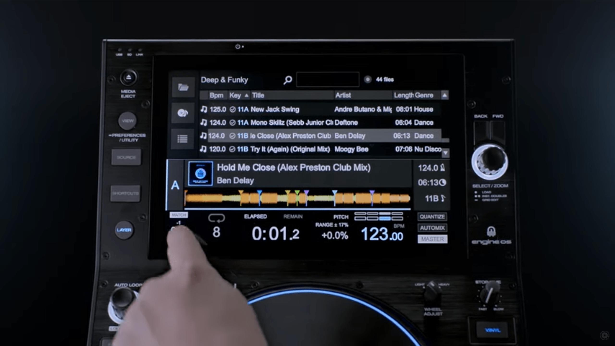 El sistema operativo Denon's Engine ahora se integra con Virtual DJ directamente en el hardware 8