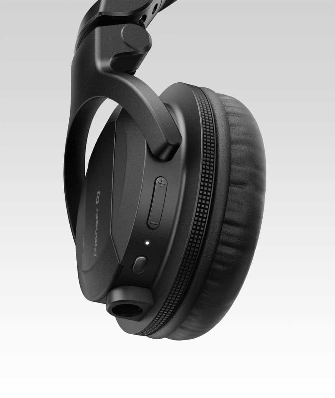 Pioneer DJ lanza auriculares para DJ con Bluetooth HDJ-CUE1 1