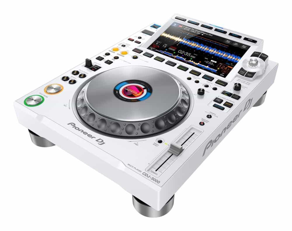 Este es el DJ Pioneer CDJ-3000 5