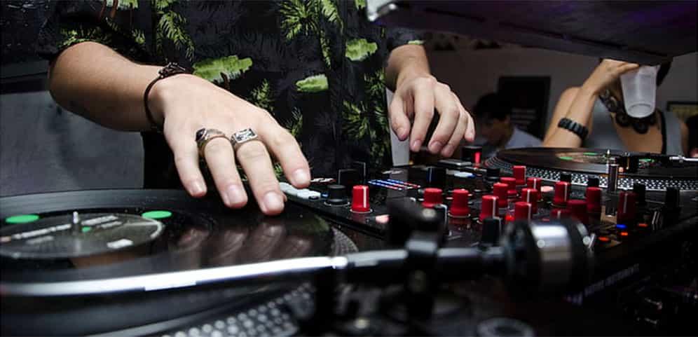 Los mejores controladores de DJ para scratching 6