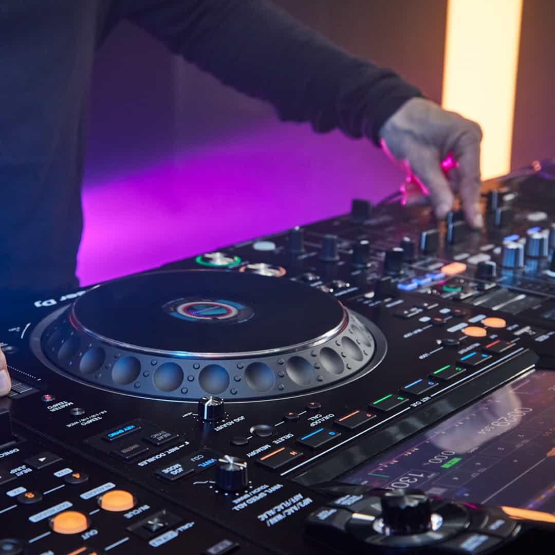 El Pioneer DJ CDJ-3000 1