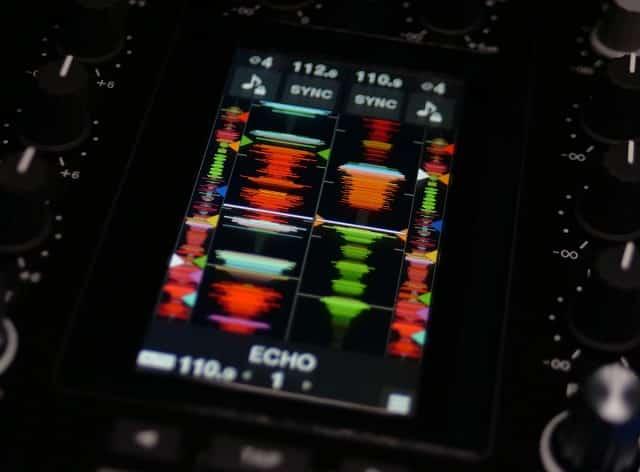 Esto es DJ Pioneer DJM-S11: Scratch Bank, controles de cuatro decks y más 4