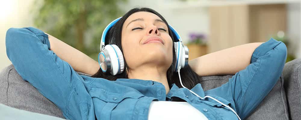 Mujer, escuchar musica