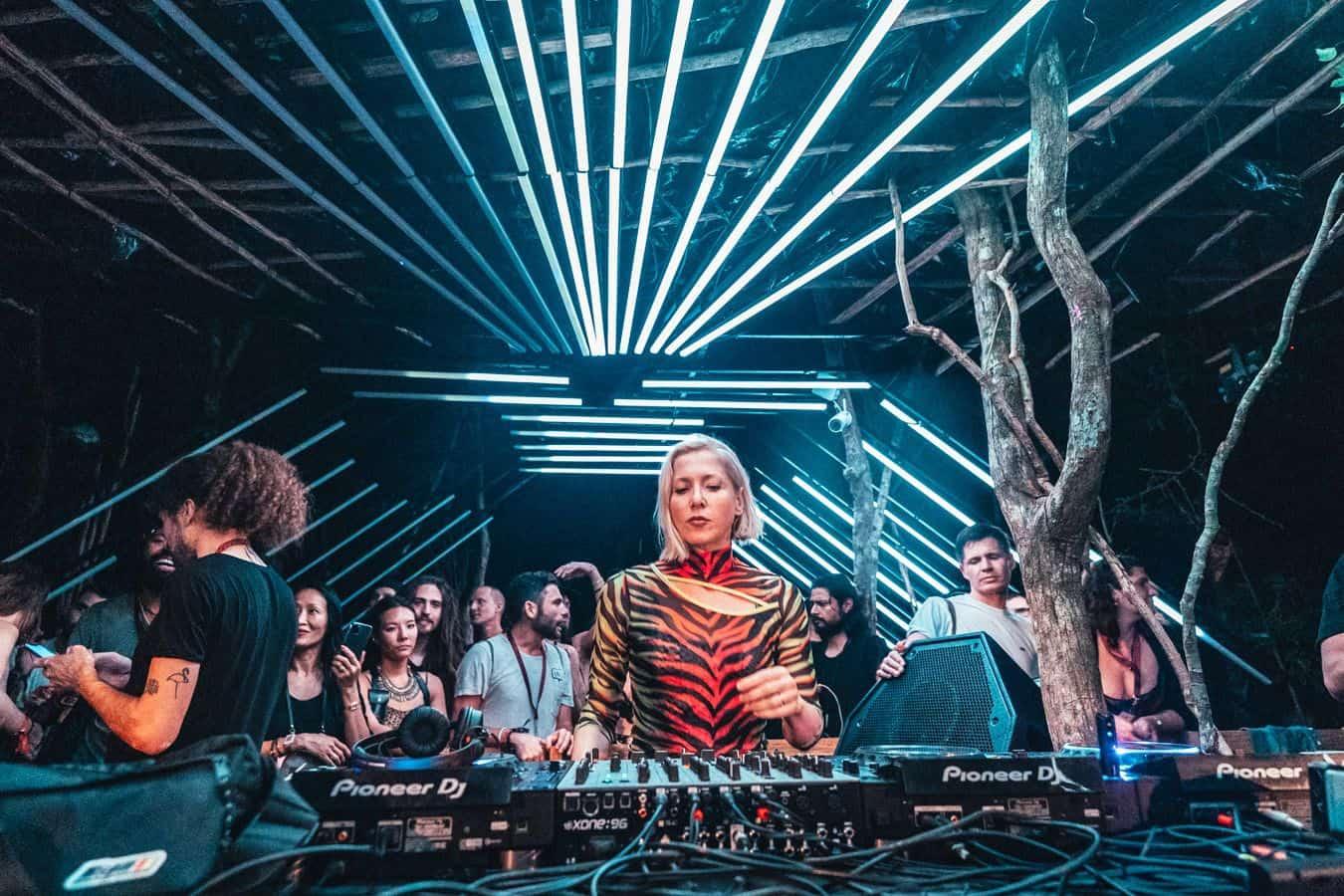 """Entrevista: Ellen Allien comparte, """"un gran DJ mezcla gente en un sueño"""". 3"""