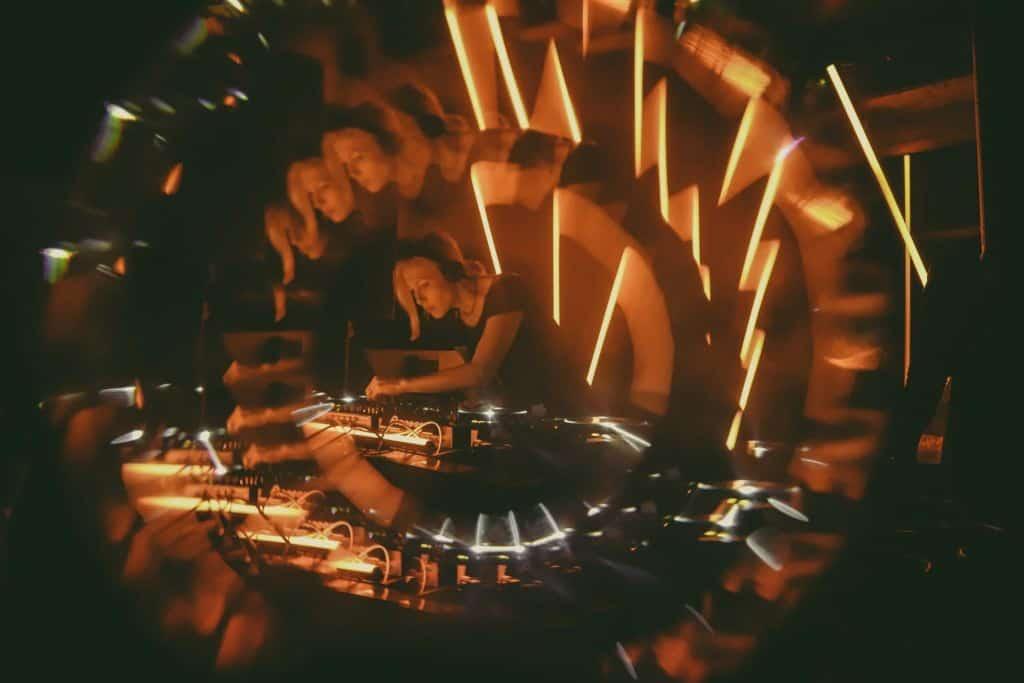 """Entrevista: Ellen Allien comparte, """"un gran DJ mezcla gente en un sueño"""". 2"""