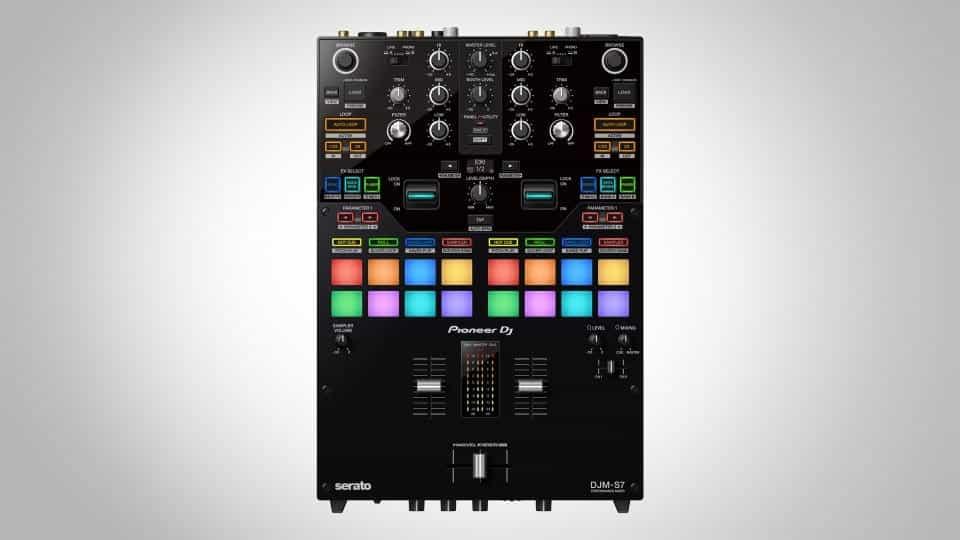DJ Pioneer presenta el nuevo mezclador de batalla de 2 canales, el DJM-S7 4