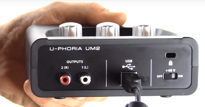 Interfaz Behringer U Phoria UM2 1